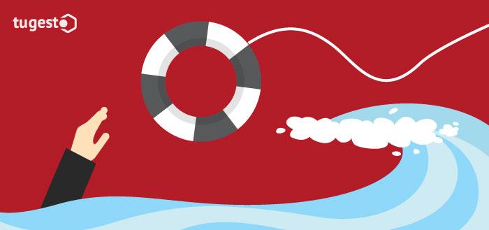 mano en el mar y un flotador