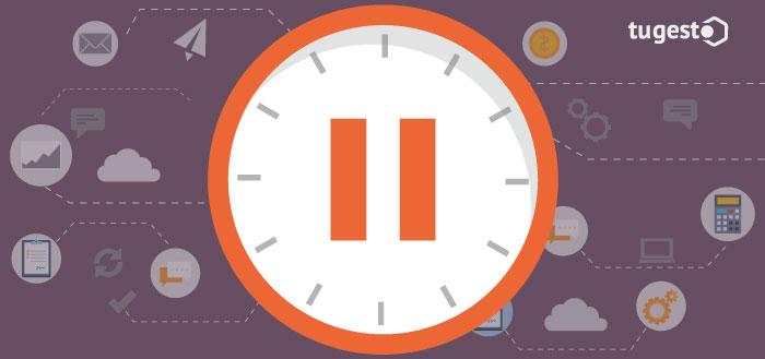 reloj en pausa por excedencia en el trabajo