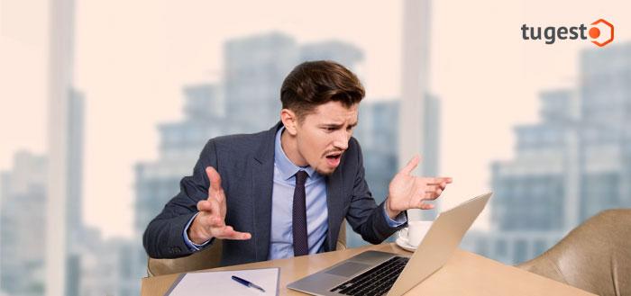 Empresario trabajando con su ordenador
