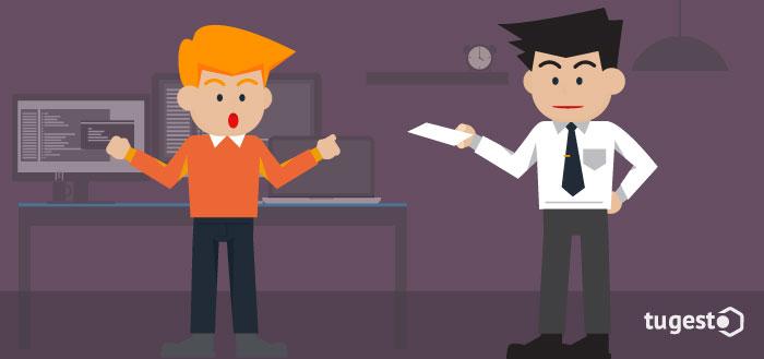 Jefe entregando notificación de sanción laboral a un trabajador