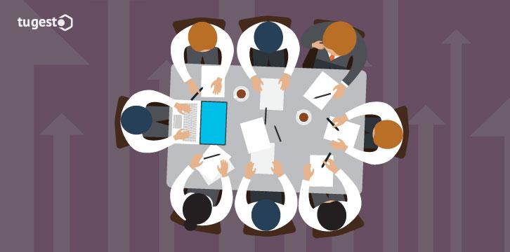 Empresa reunida cambiando el convenio colectivo