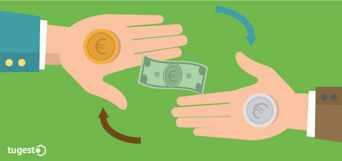 Manos que sostienen dinero
